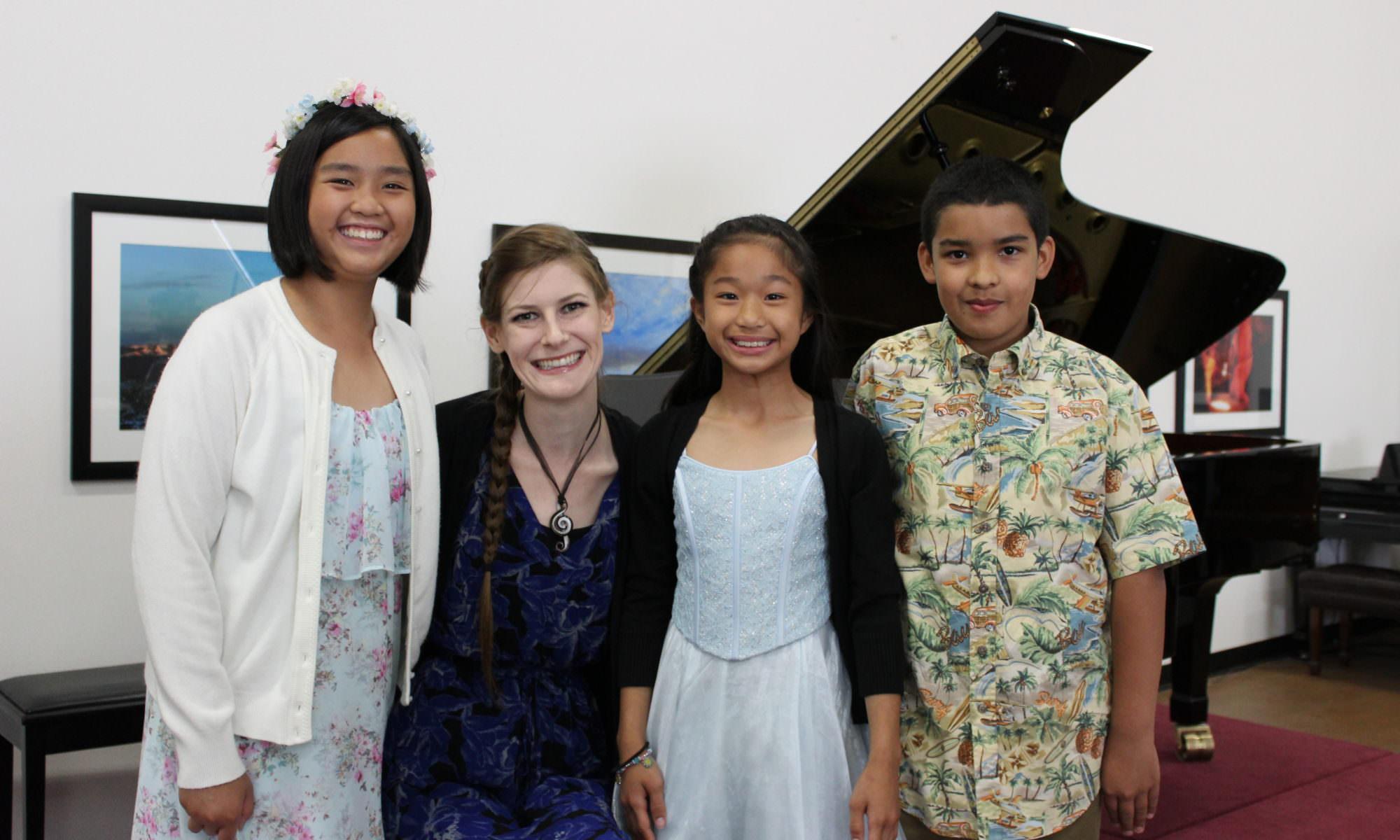 Samara Rice and students at the piano